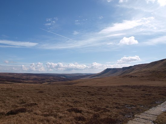 Peak District National Park, UK: Slabs and view