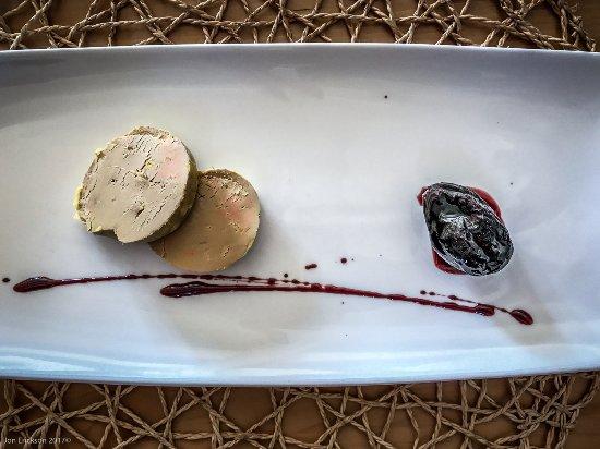 Pujols, Francia: Foie gras de canard des Landes, pruneau cuit dans un sirop de vin à l'armagnac, pain de mie Mais