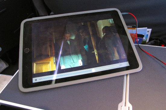 UA 737-900 FC tablet on tray table - Picture of United