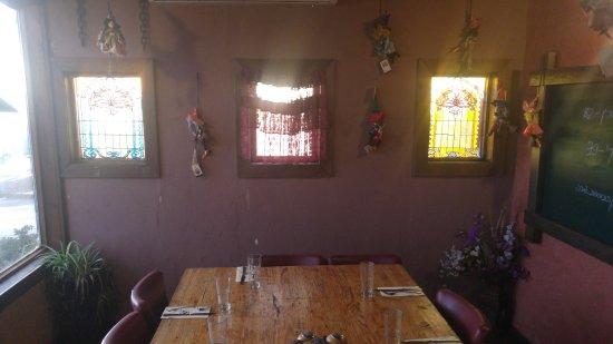 Nimrod: קיר המסעדה עם מכשפות קטנות תלויות
