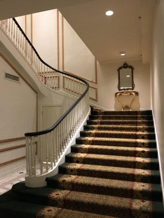 Bourbon Orleans Hotel: Lovely stairs to upper level of hotel