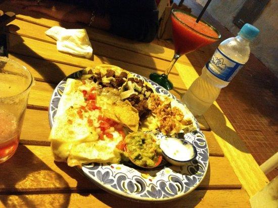 Che Taco Bar y Antojitos Mexicanos: Un poco de todo. RIQUISIMO.