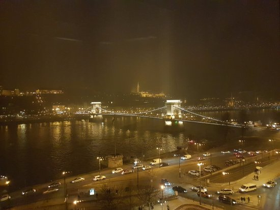 Sofitel Budapest Chain Bridge: View of the chain bridge at night