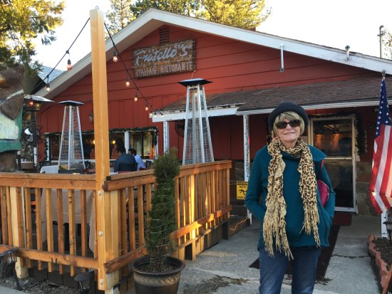 Idyllwild, CA: A cute little place. Heaters for outdoor eating