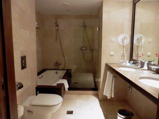 Cuarto de baño actualizado y de lujo: fotografía de Hipotels Sherry ...