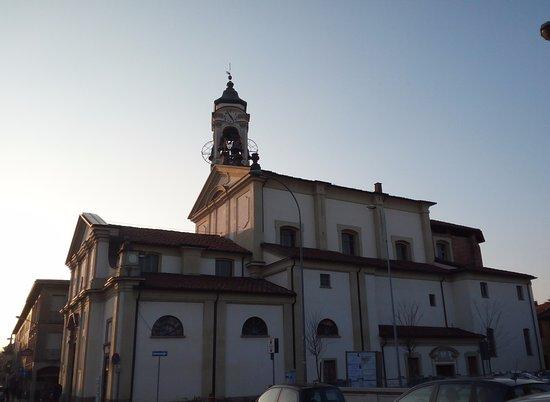 Cesano Maderno, Italie : Panoramica sulla chiesa