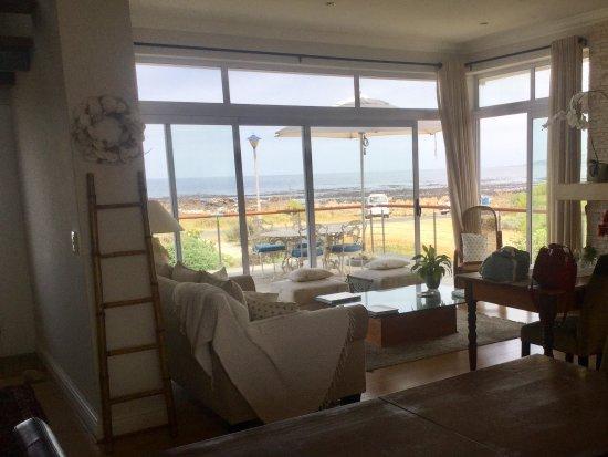 138 Marine Beachfront Guesthouse: Sala relax