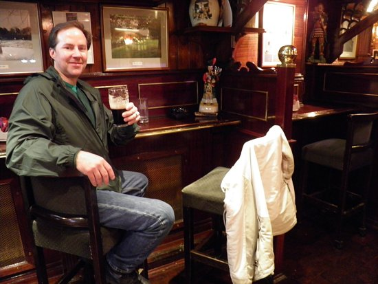 Clonmel, Irlanda: That's me enjoying one of my favorite beverages.
