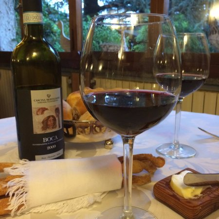 Borgomanero, Włochy: Wonderful bottle of Boca at Pinocchio di Bertinotti