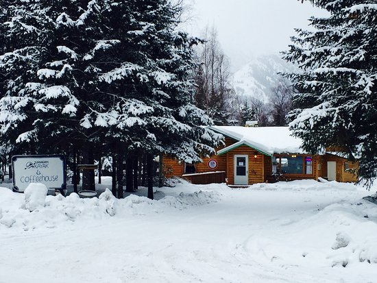 Hope, AK: Entrance to the property & Coffeehouse