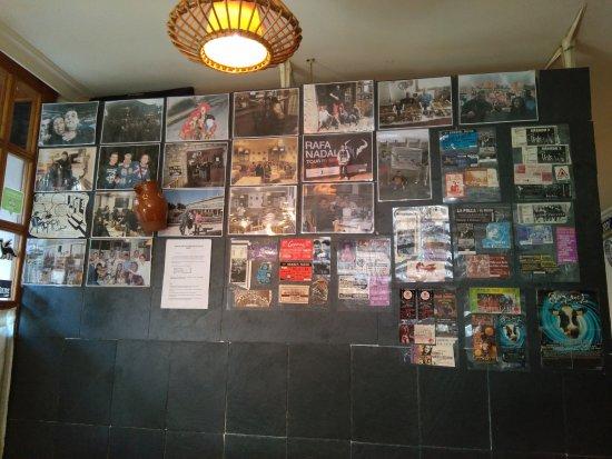 Bielsa, إسبانيا: Muro con entradas y fotos