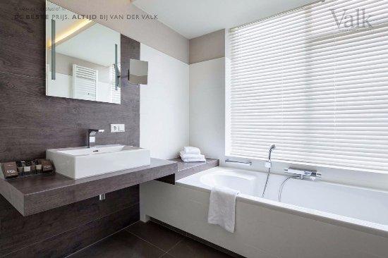 Hengelo, Países Bajos: Room with jacuzzi bath