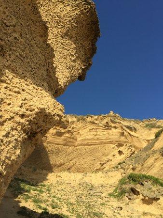 Sedgefield, Zuid-Afrika: The cliffs overhanging the beach