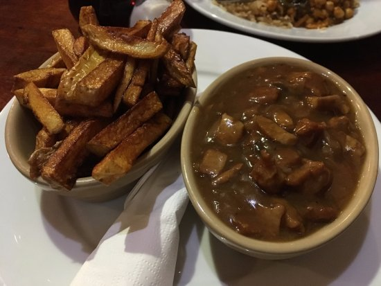 Glossop, UK: 'steak' and mushrooms with gravy and chips