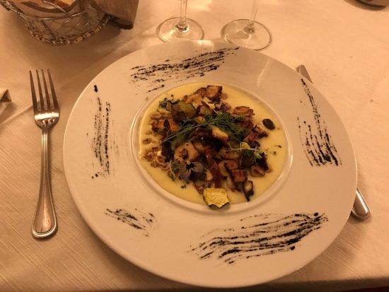 Montechiarugolo, Italia: Polpo croccante con mandorle, pomodori secchi, olive,...
