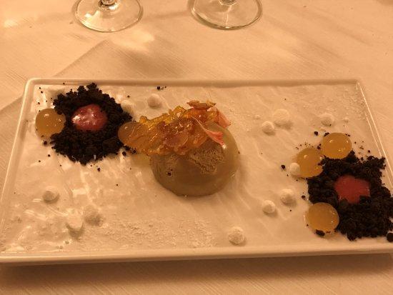 Montechiarugolo, Italia: Cremoso al caffè con gelatine al rhum e crumbles al cioccolato