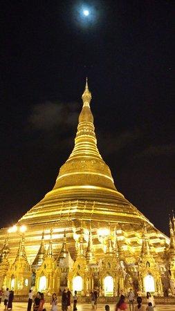 Yangon Region, ميانمار: Shwedagon Pagoda
