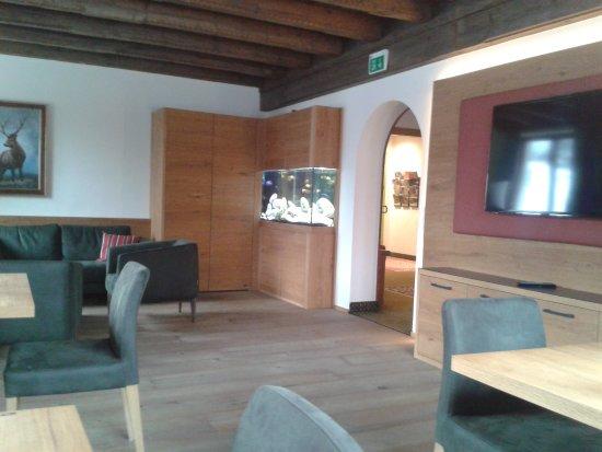 Hotel Landgasthof Gappen: netter Aufenthaltsraum mit TV und schönem Aquarium