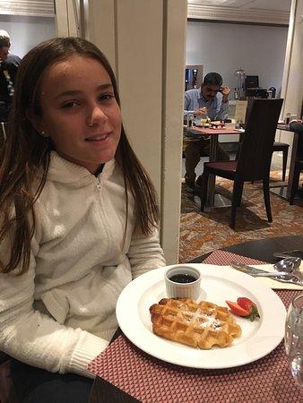 Hilton London Kensington: Desayuno y lounge