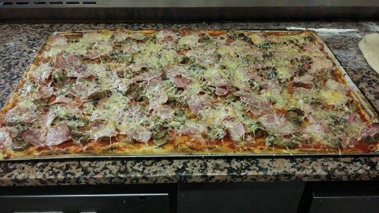 Rieux Minervois, France : plaque de pizza 40/60 cm à partir de 24 €