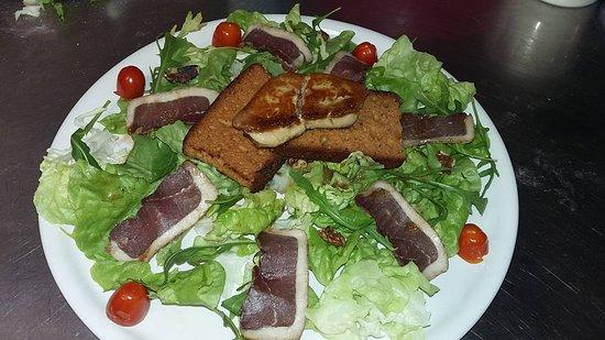 Rieux Minervois, France : salade magret foie gras mi cuit sur pain d'èpice
