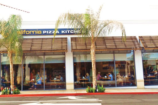 Always busy - Picture of California Pizza Kitchen, Palm Desert ...