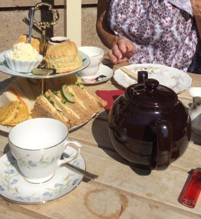Pevensey, UK: Fresh tasty sandwiches, beautiful scones with jam and cream and very very nice cakes.