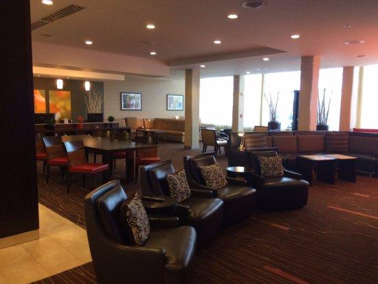 Washington, PA: Lobby and dining area