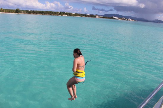 Gustavia, San Bartolomé: Jumping into the clear beautiful water