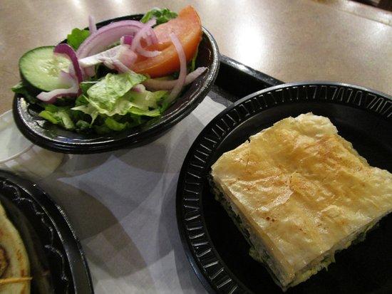 Fronimo's Greek Cafe: Side salad and Spanakopita