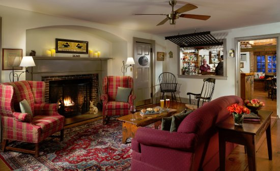 Saint Johnsbury, VT: Full bar service in Pub and Common Rooms at Rabbit Hill Inn