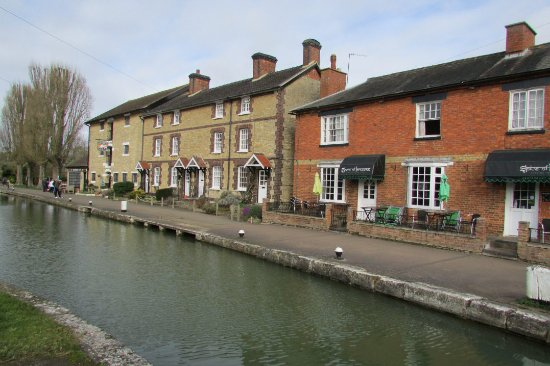 Stoke Bruerne, UK: view from lock to Museum