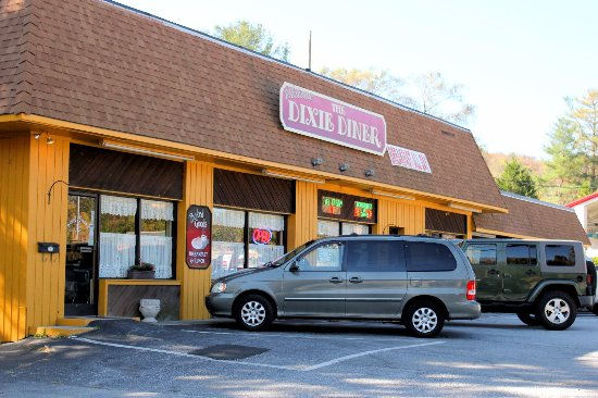 Dixie Diner : Additional parking in rear