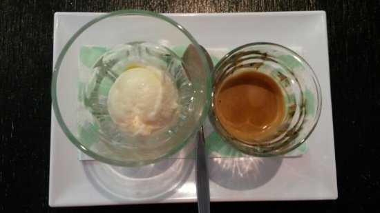 Eumundi, Australia: 'Affogato' classic Italian dessert meaning drenched - come in and drench your gelato with espres