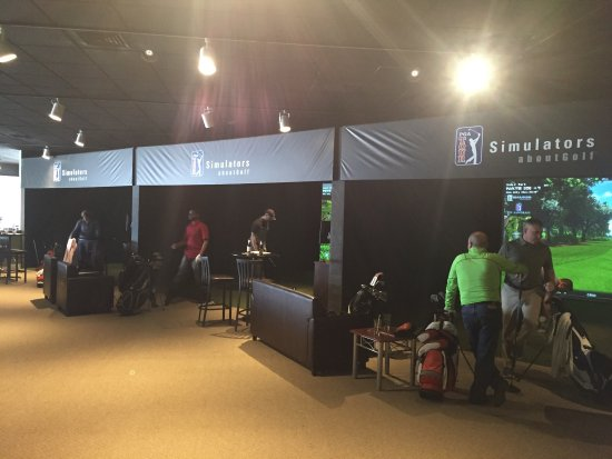 Westborough, MA: Inside Fore Golf Entertainment
