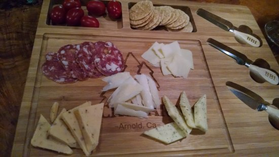 Arnold, Kalifornia: Wine and cheese every afternoon
