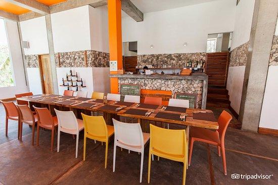 Amihan Restaurant - Tepanee Beach Resort: Inside