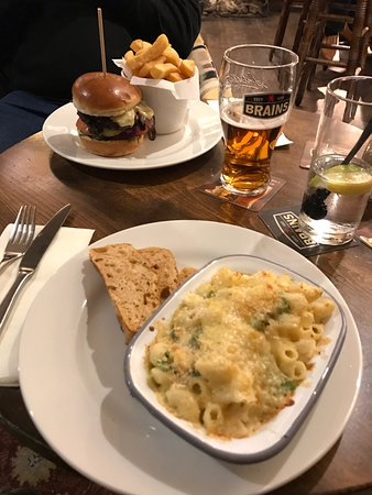 Cowbridge, UK: Posh Mac & Cheese and Rump Steak Burger