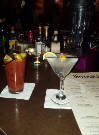 Austintown, OH: Upstairs Restaurant Gin Martini and Bloody Mary