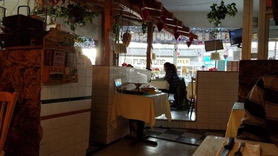 Woodside, NY: quaint dining area