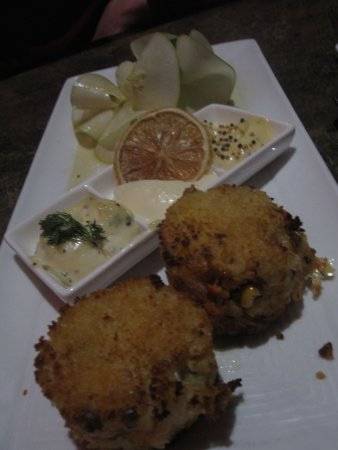Marysville, WA: Dungenous Crab Cakes with 3 sauces with an apple miso salad...delicious