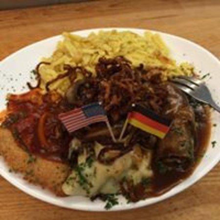 Amherst, Estado de Nueva York: Swabian-USA Platter - Roulade, Maultasche, Schnitzel, Spaetzle, and House Salad.