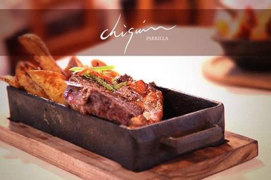 Cipolletti, Argentina: bife de chorizo y papas rústicas