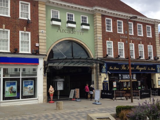 Letchworth, UK: The cafe is there at The Arcade.