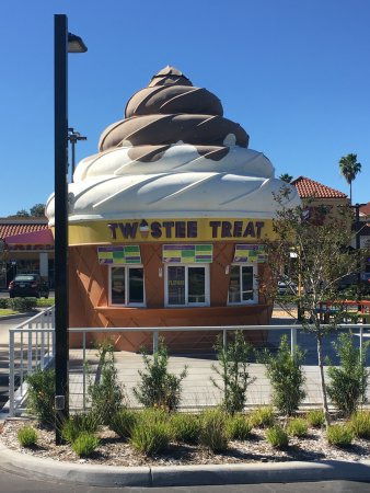 Twistee Treat: hard to miss building
