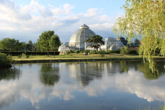 Belle Isle Park: Conservatory along islands inland lake.
