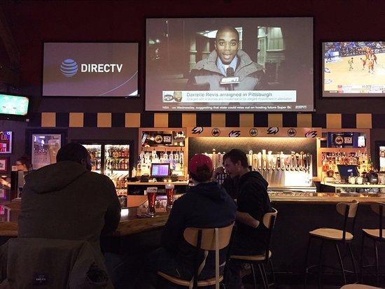 Buffalo Wild Wings Medina: Bar