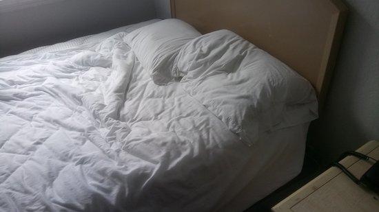 AAE Miami Beach Lombardy Hotel: esa es la cama matrimonial. y no vinieron hacer la cama casi nunca y mucho menos limpiar