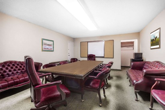 Perry, GA: small conference room