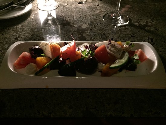 Hualalai Grille: Roasted beet salad was delicious